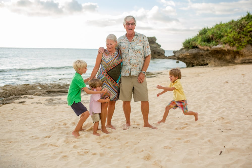 Alison Bell, Photographer okinawa, beach, extended family